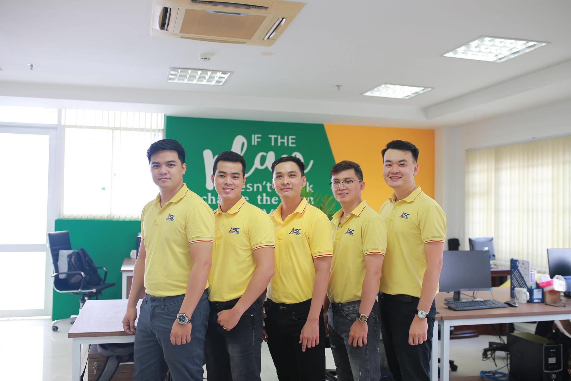 Phòng Triển khai & Chăm sóc khách hàng